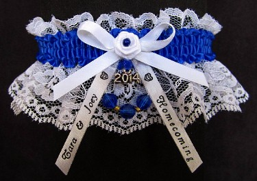 Homecoming Garters with Year Charm and Personalized Homecoming Ribbon Tails. Personalized Homecoming Garters in Your School Colors. garder, garders