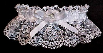 Toss Wedding Garter Bridal Garter on white lace with Double Floret Flower trim. garders, garder
