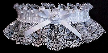 Toss Wedding Garter Bridal Garter with mini rose on white lace. garders, garder