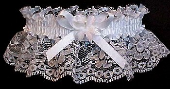 Toss Garter. Floret Flower Wedding Garter Bridal Garter on white lace. garders, garder