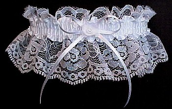 Toss Garter. May bells Wedding Garter Bridal Garter on white lace. garders, garder
